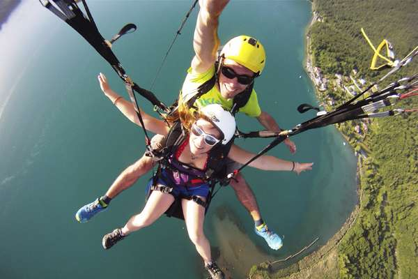 Paragliding instructors