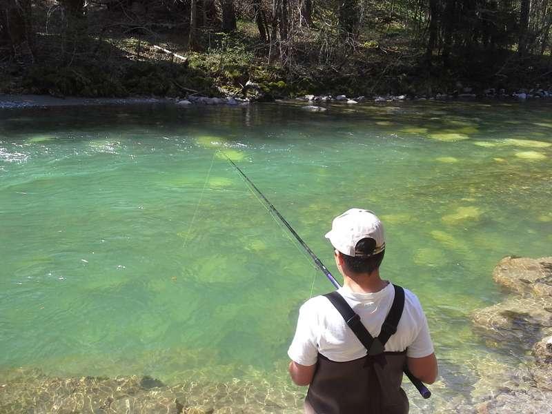 Pêche dans la rivière du Chéran