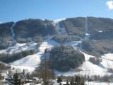 Vue plein sud, Pistes de ski des Aillons, des vertes, des bleues, des rouges, des noires, il y en a pour tous les goûts (vue du salon)