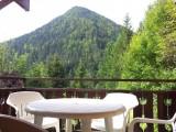 Un balcon à l'ouest, pour des après-midis et apéros ensoleillés avec vue sur le mont Nau, et vue au sud dégagée